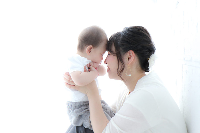 赤ちゃんとママのイメージ写真